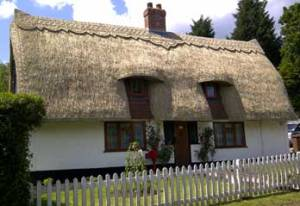 Cottage thatched by Dan Shelley, Master Thatcher